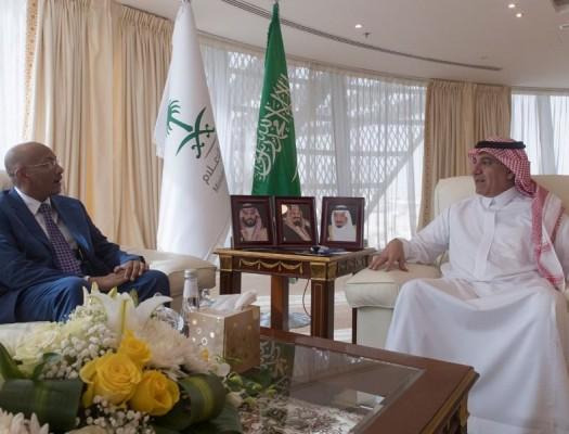 وزير الإعلام يستقبل السفير السوداني لدى المملكة