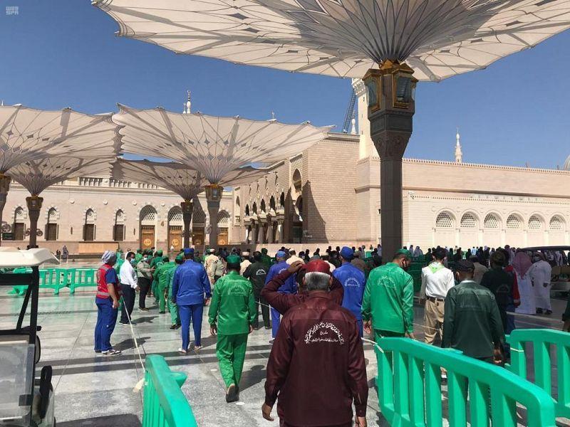 200 متطوع يشاركون في تنفيذ خطة الهلال الأحمر لدخول المصلين والزائرين للروضة الشريفة